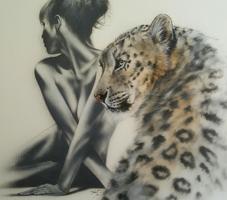Frau und Leopard